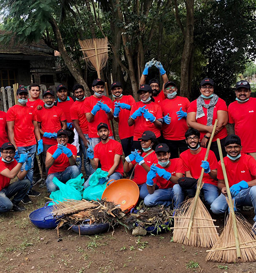 itron-employees-volunteering-community-cleanup